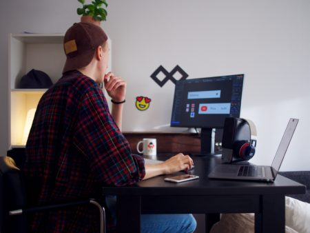 How To Stand Out As a Graphic Designer and Look Like a Pro